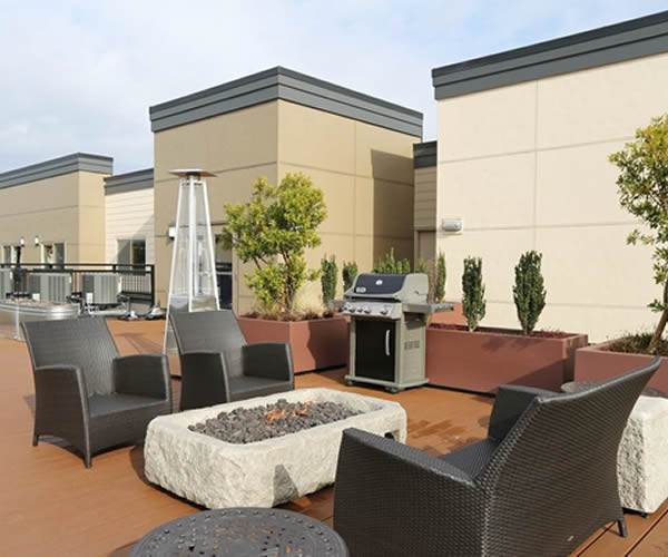 Photo of rooftop lounge on top of Savoy Lake City apartment building.